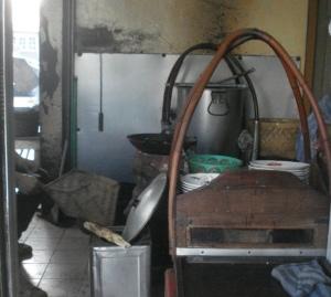 Ssate masih dibakar dengan arang dan kayu bakar agar aroma hidangan terpelihara