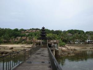 Secara keseluruhan hotel ini memang wah, ada ParaSailing, Kolam Renang Olimpik, Jet Ski dan bernuansa Bali- herannya