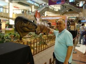 Biasanya kalau saya sudah tunjukkan foto ini keponakan pada merengek minta ke Singapura juga.. He